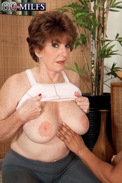 الجدة مارس الجنس في youga ماجستير الدرجة
