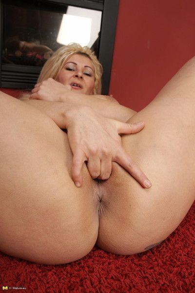 Horny blonde housewife fucking a baseballbat