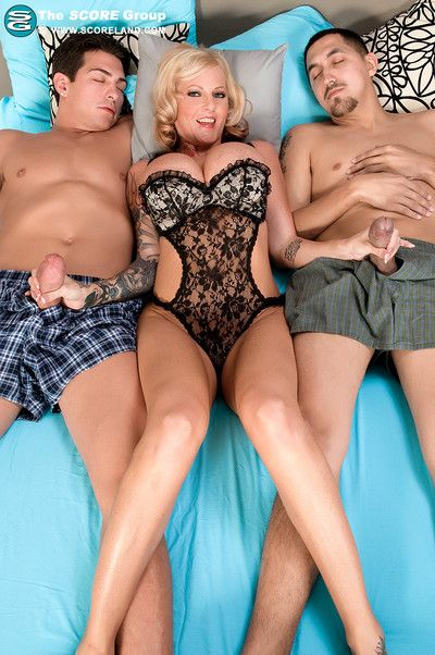 Horniest big-toppers sabrina linn takes two her first threesome