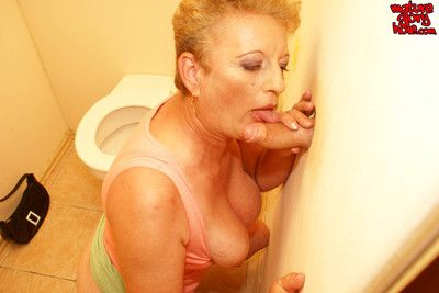 Cockhungry mature slut gets what she wants