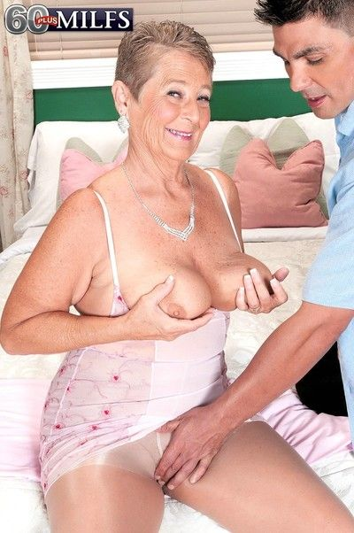Oldfashioned mature fucked in her pussy