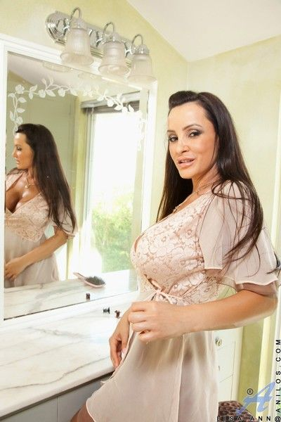 Busty mature pornstar lisa ann
