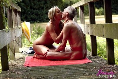 Babe gives up the pussy to senior citizen in hot outdoor sex