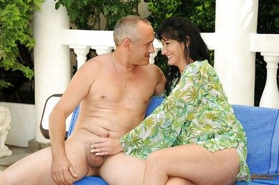 Seductive mature brunette gets her pussy licked and nailed outdoor