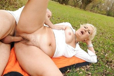 Horny short haired granny gets her shaggy pussy slammed outdoor