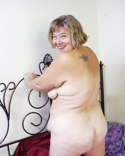 Bbw granny toying her old cunt