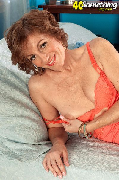 Avalynne obrien exposes her milfy parts