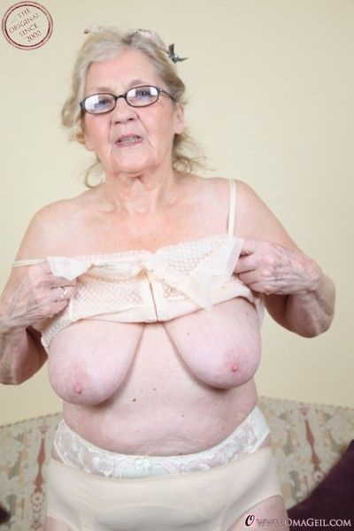 Grannies with wrinkled bodies and their hairy pussies