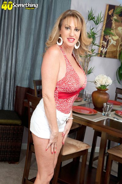 Annette Hotwife
