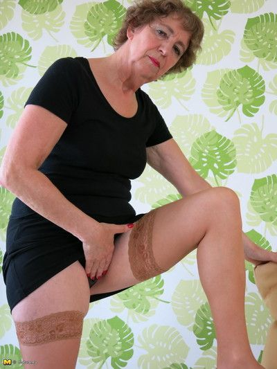 German mature slut having sex with herself