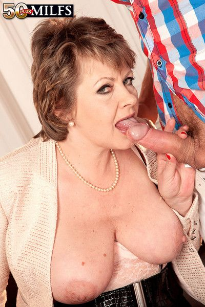 Young student strikes chord with 54yearold milfgilf
