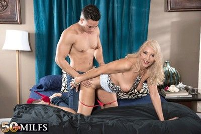 Blonde mature woman dicked in asshole
