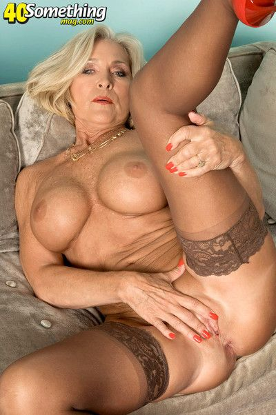 Mature lady stripping and masturbating like a pro