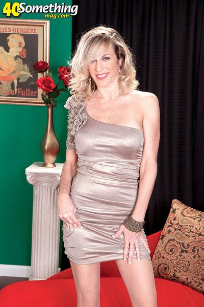 Sexy blonde mature posing and ready for sex