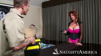 Deauxma seducing a guy with her tits