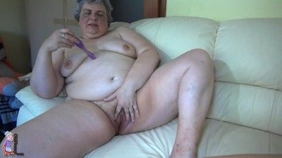 Older woman with big boobls ande sweet wett pussy
