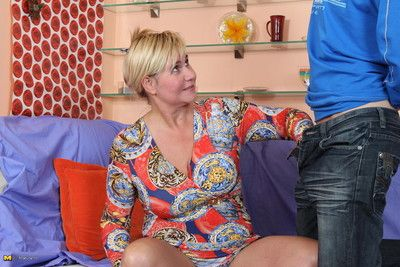 This mature slut loves to suck and fuck a toy boy