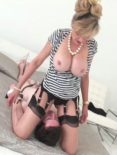 Hot english mature lady sonia forced facesitting
