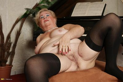 Mature lady playing with herself