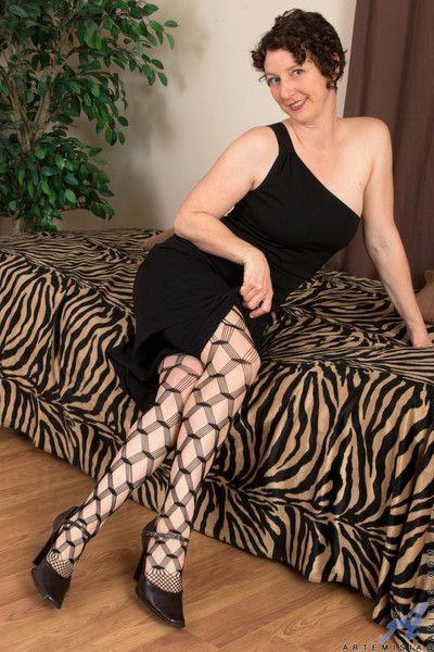 Milf hottie in big hole stockings striptease