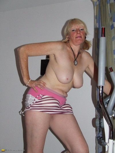Mature slut working the hometrainer naked