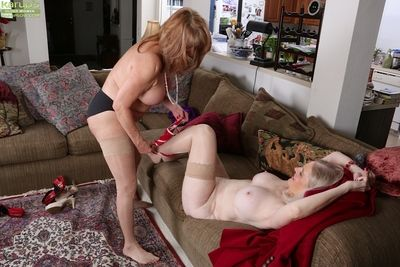 Granny lesbians Judy Belkins and Rae Hart spread bald twats for cunnilingus