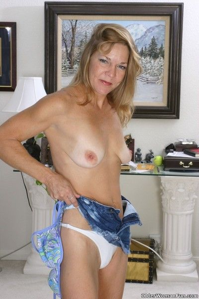 Mom holly strips off and spreads wide