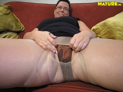 Chubby mature slut showing her luscious body