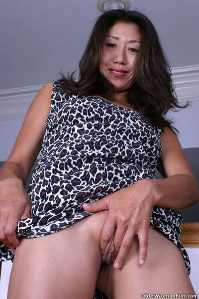 Asian grandma tomoko goes pantyless today