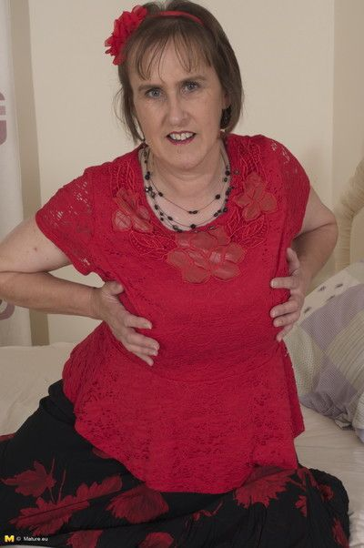 This british mature lady loves to get her dirty mind on