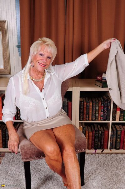Big brested american mature lady feeling a bit naughty