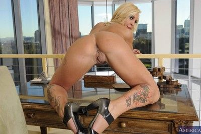Gorgeous mature lady loves being banged