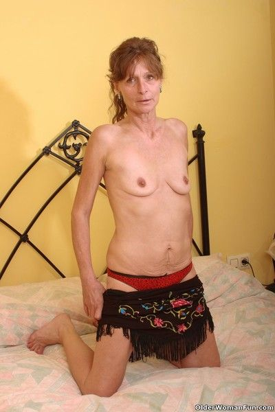 Saggy grandma vikki gets hairy pussy fingered