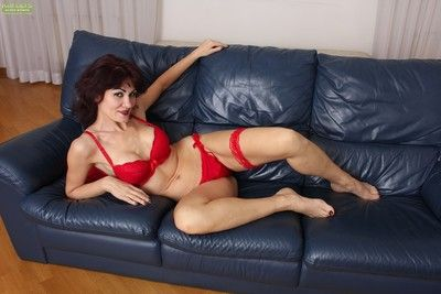 Horny older babe melisa plays with her wet juicy pussy