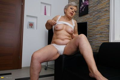 Chubby mature lady getting naughty