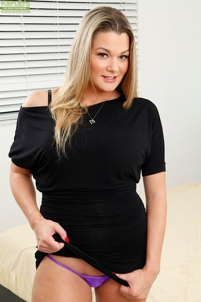 Curvy MILF Bethany Taylor exposes her juicy ass.