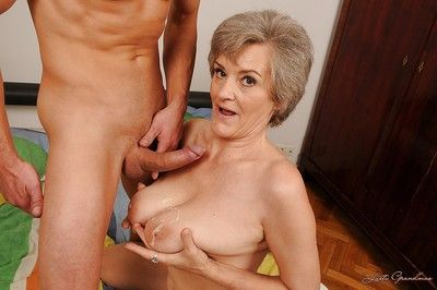Horny granny with big flabby jugs gives a blowjob and gets fucked