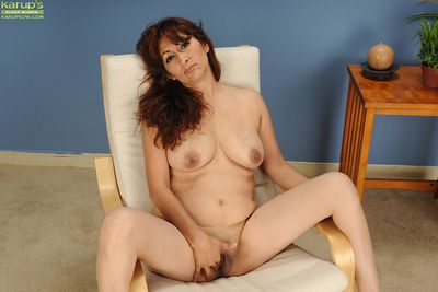 European mature Estella Eves takes off her sexy green lingerie