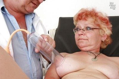 Short-haired granny in stockings getting her twat examed and pissing