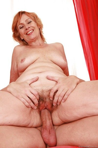 Lascivious granny with flabby tits gives a blowjob and gets fucked
