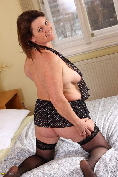 Mature lady into weird insertions