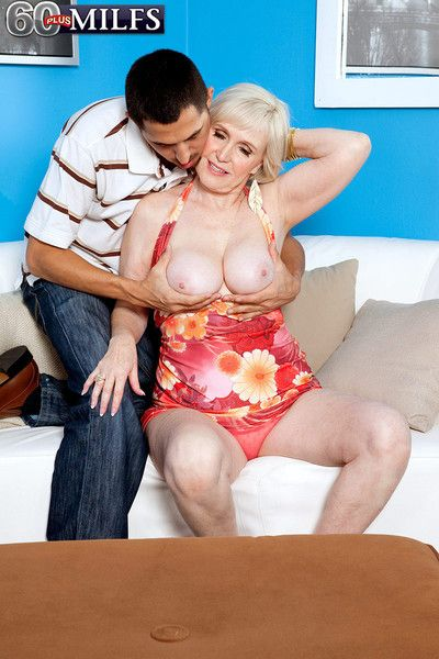 Busty hot blond 60 granny lola lee fucking her pussy deep and ha