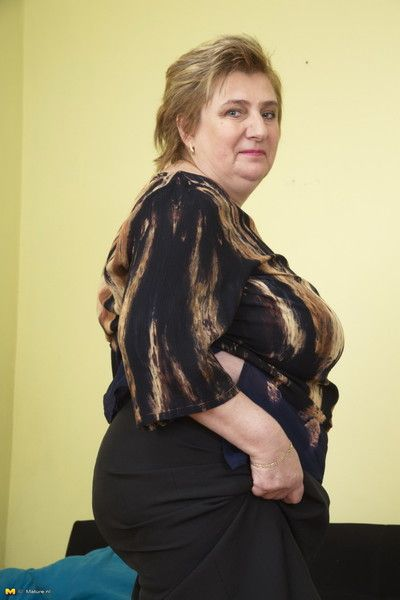 Huge breasted mama showing off her naughty side