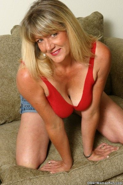Sexy milf kylie doing a striptease
