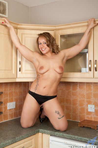 Curvy housewife with big areolas spreads open her soft shaved pu