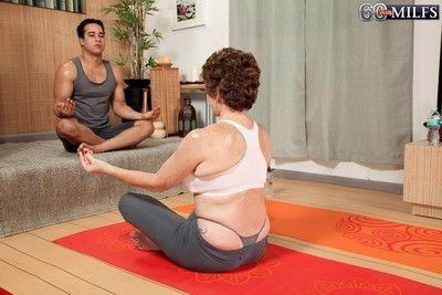 Granny bea cummins fucked in a yoga class