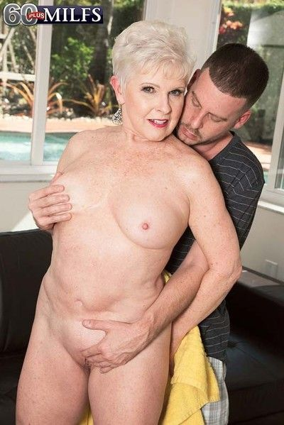 Horny older milf jewel sucking and fucking younger dick