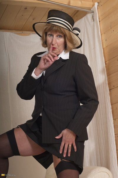 Naughty british mature lady gets frisky