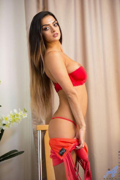 Exotic brunette playgirl loves fingering her cleanly shaved vagina