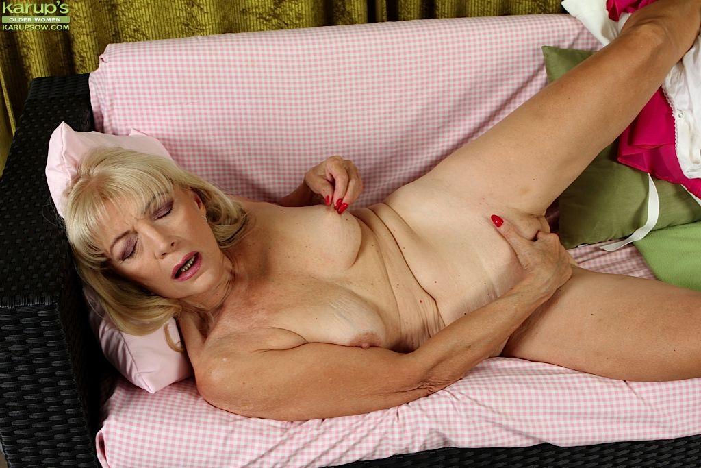Blindfolded slutwife threesome videos
